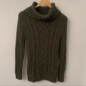 Old Navy turtleneck sweater in greens - Large